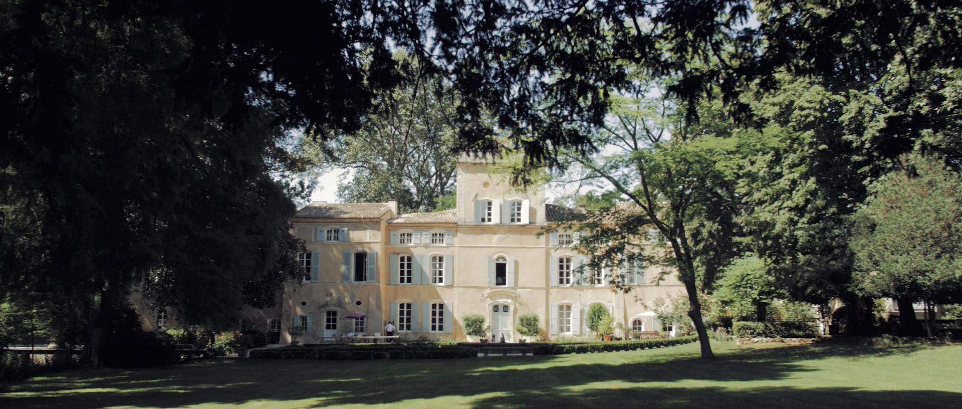 Mariage franco-anglais au chateau des barrenques en Provence